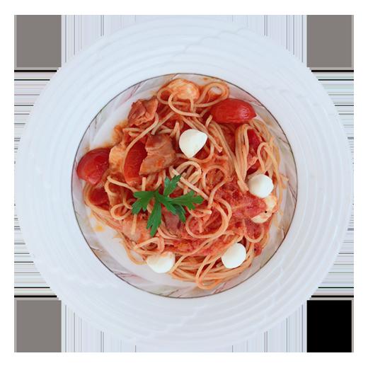 モッツァレラとベーコンのトマトパスタ